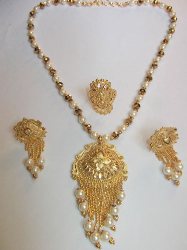 Designer pendant set pendant sets alkapuri vadodara renown designer pendant set mozeypictures Image collections
