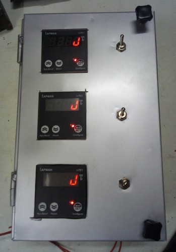 Digital -99 To +9999 Temperature Controllers