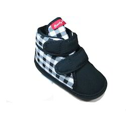 Black Kz-589 Baby High Ankle Shoes Booty, Packaging Type: Box, Size: 4-7