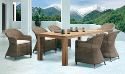 Traditional Style Outdoor Wicker Dining Table Set