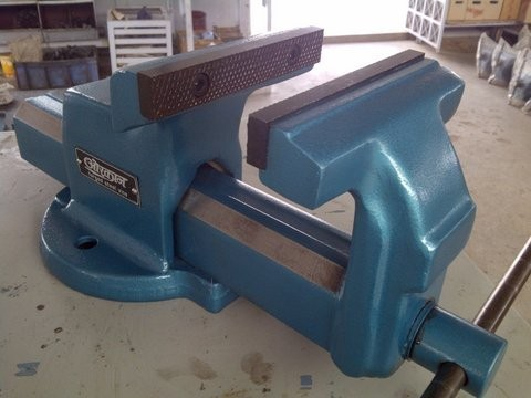 Orcan Steel Forged Front Jaw Sliding Top Mounting Bench Vice With Replaceable Jaws Jaw Width 150 Mm