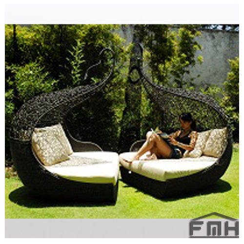 Outdoor Wicker Canopy Bed Twist