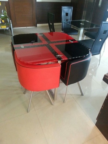 Red Black Approx 3 3 Round Table With Triangle Chairs Rs 9500