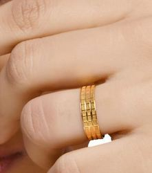 Ring Band And Earrings Retailer Senco Gold And Diamonds Kolkata