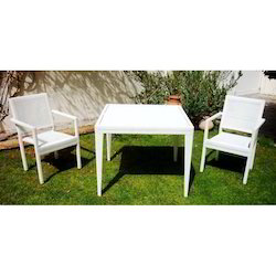 Gurudas Crafts Wicker Outdoor Dining Table and Chair