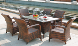 Sleek Style Outdoor Wicker Dining Table Set