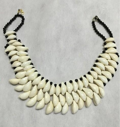 Address Craft White And Black Cowrie Necklace, Size: Custumized