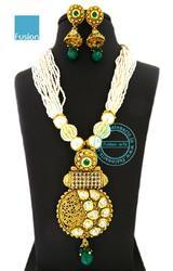 Traditional Kundan Pearl Mala Pendant Set