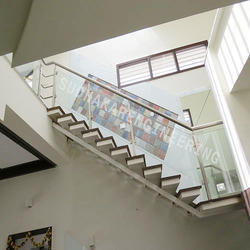 House SS Railing With Glass