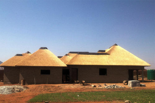 QUALITY : Made Of High Density Of Reed 300mm Thickness Thatched Roof