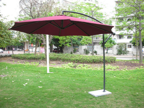 Wicker Hub Cantilever Umbrella