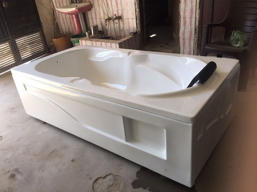 White Acrylic Bath Tub