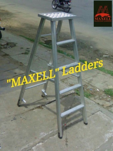 Industrial Ladders  - Maxell - Street Light Ladder Manufacturer from