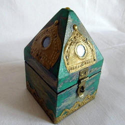Hut Shaped Jewellery Box