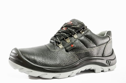 Hillson Black safety shoes soccer, Rs
