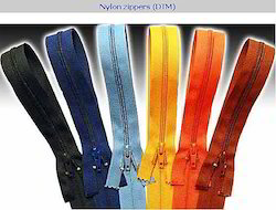 Good Quality of Finished Zippers in Metal, Nylon and Plastic