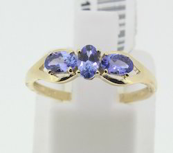 Yellow Gold Ring with Tanzanite