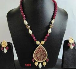 Thewa Pendant Necklace Set