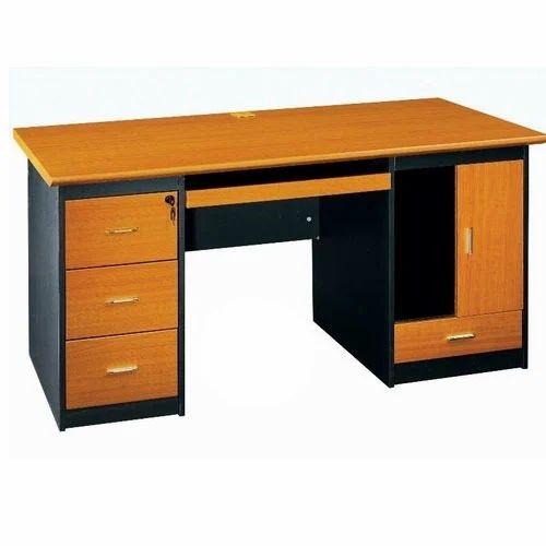 Wooden Computer Table लकड़ी का कंप्यूटर टेबल वुडन