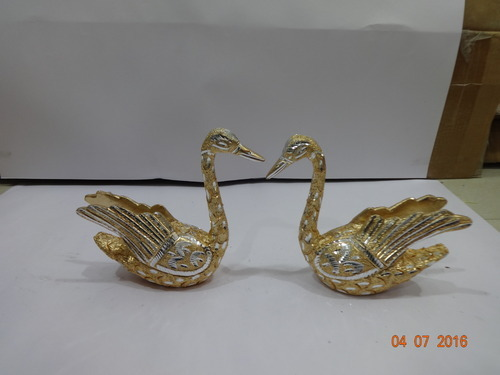 Golden & White Duck Set With Wing Sitting