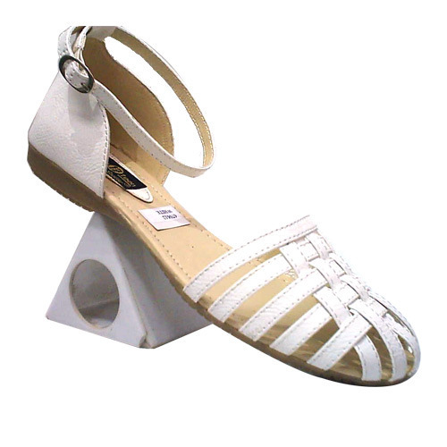 Stylish Ladies Flats Sandals at Rs 1450